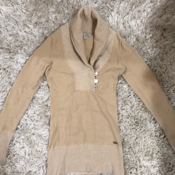 Guess Sweaters - Cute Guess sweater